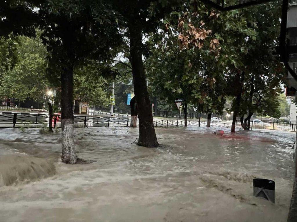 Устройство ливневой канализации в Сочи: проектирование и монтаж дождевой ливневой канализации